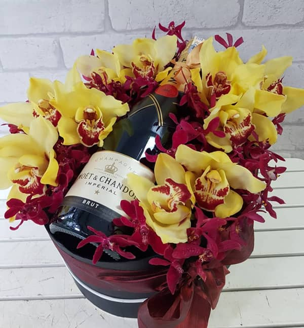 Flower Basket with Wine by PURE SEED